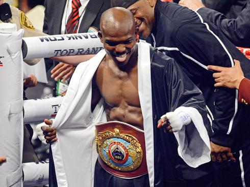 Timothy Bradley Tops Pacman to Remain Unbeaten